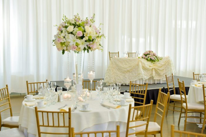 Head Table with Flower Bouquet