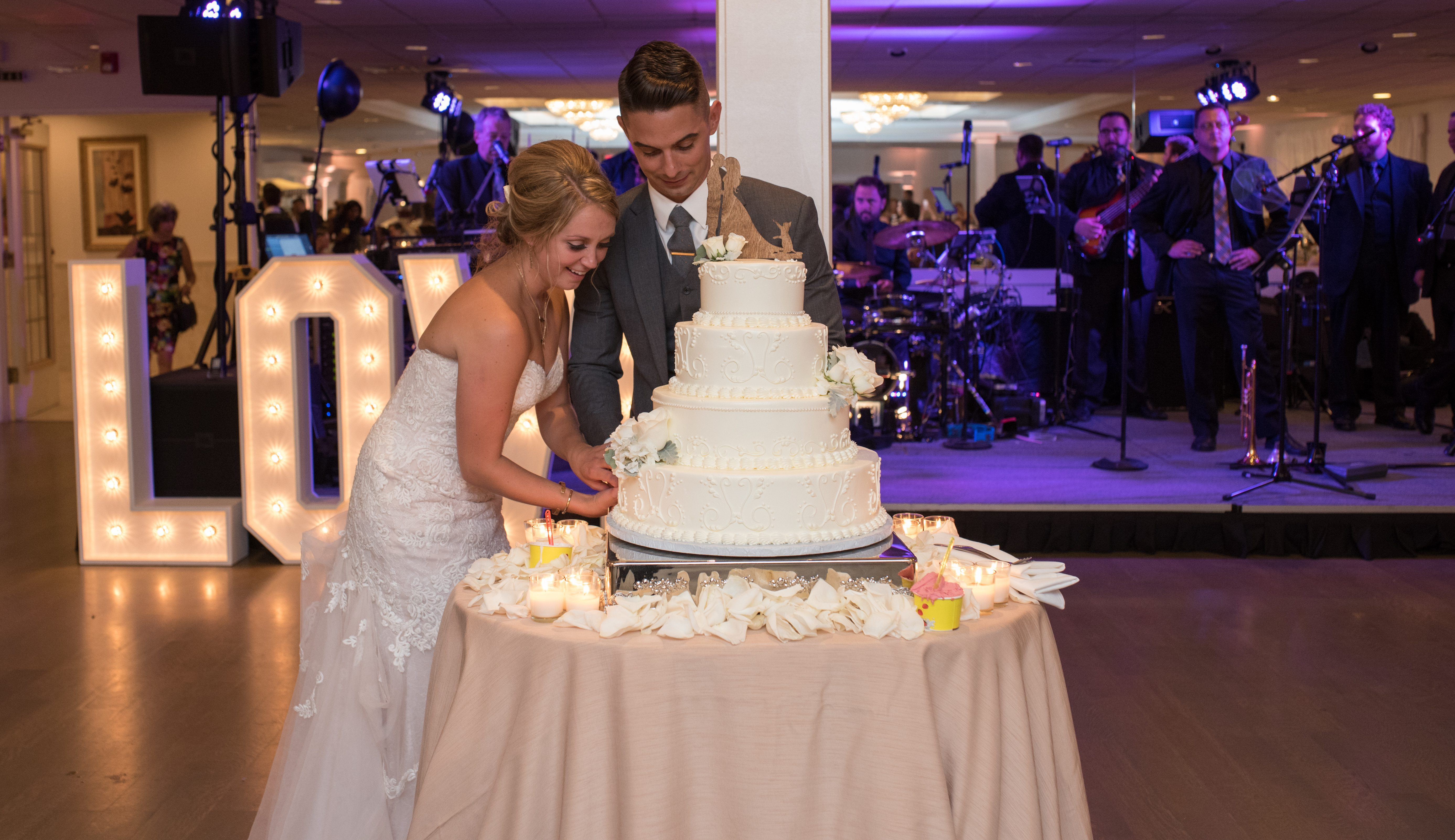 Matt and Elyse cut their wedding cake during their summer wedding