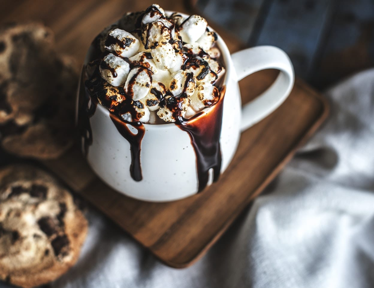 hot chocolate in mug with marshmallows